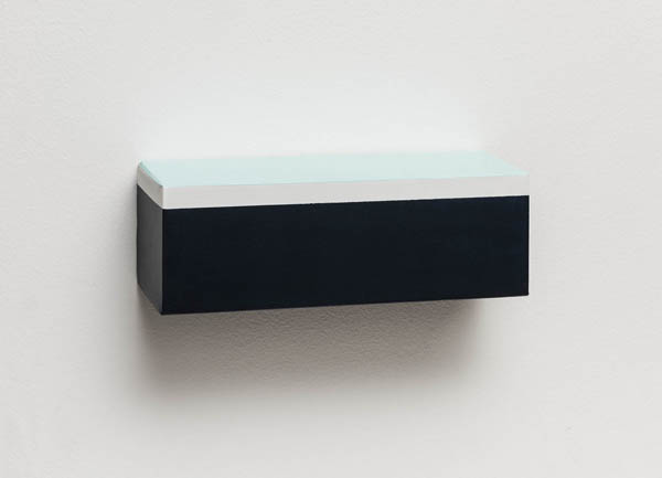 Elisabeth Jobim   Sem título , 2016 óleo sobre tela 10 x 30 x 10 cm   Untitled , 2016 oil on canvas, 3 15/16 x 11 13/16 x 3 15/16 inches