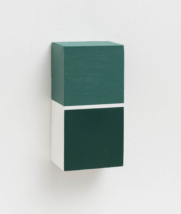Elisabeth Jobim   Sem título , 2015 óleo sobre tela, 20 x 10 x 6 cm   Untitled , 2015 oil on canvas, 7 7/8 x 3 15/16 x 2 3/8 inches