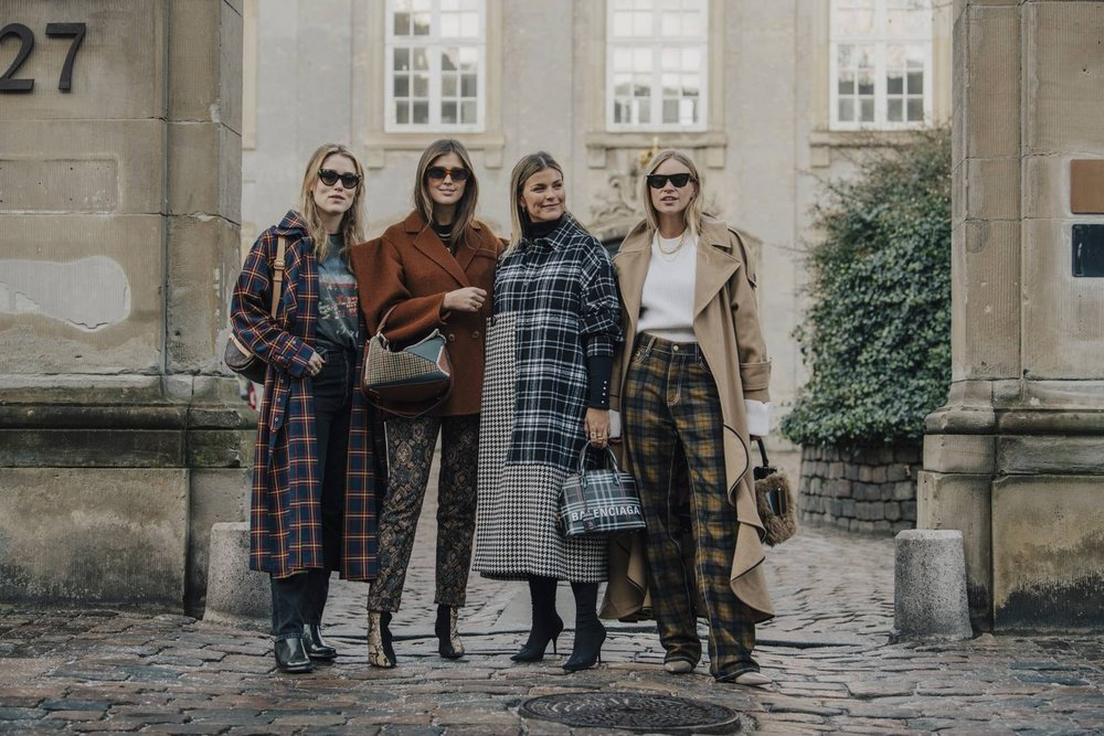 Love the muted neutral shades and how perfect all the women look together with their clashing prints.