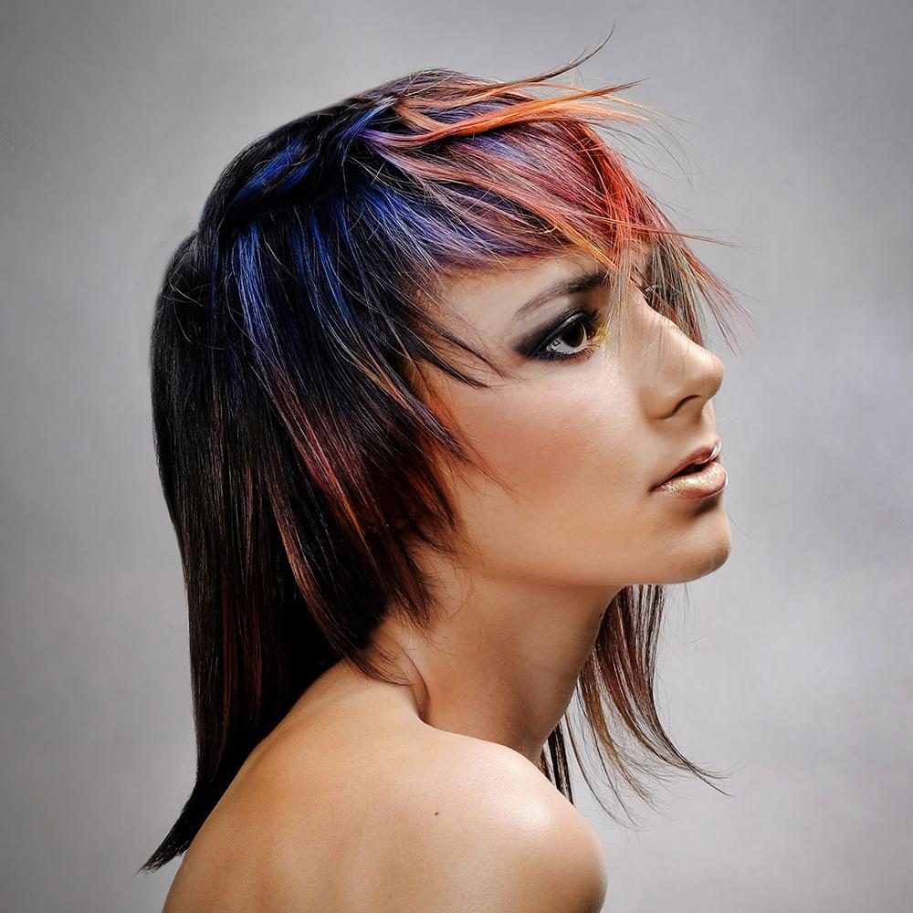 Coloration - Spécialiste en coloration singulière et en balayage naturel, les Vagabondes manient toutes les palettes de couleur avec justesse et professionnalisme.Osez l'extravagance ou restez naturels, vous serez magnifiés tout en considérant votre style et personnalité.Vous bénéficierez de conseils judicieux par des techniciennes qui se renouvellent en permanence afin d'évoluer avec vous.Nous utilisons des produits de qualité qui respectent les cheveux.