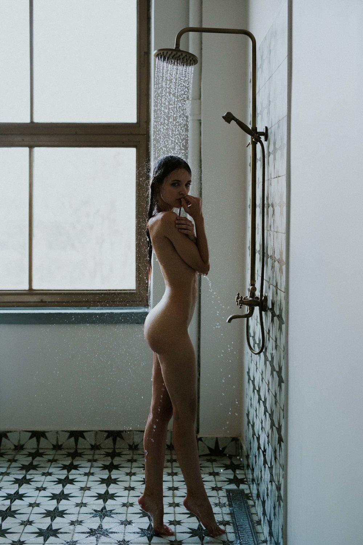 Noemi Kovacs by Gabor Lenart