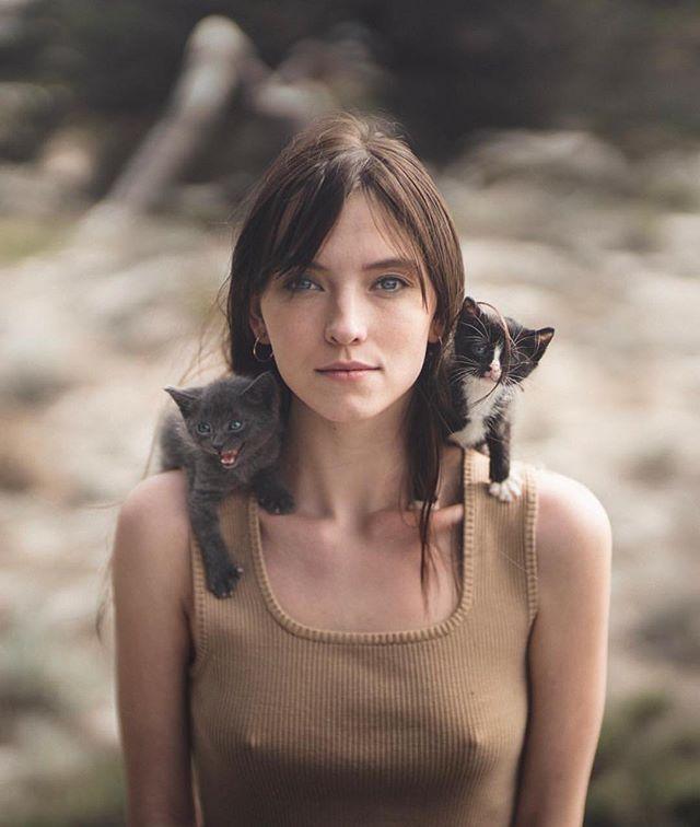 Triple Threat 😸💁♀️😼 @savvytaylor captured by @zachallia  #rektmag #kittens #ontheprowl #portrait #beauty #feline