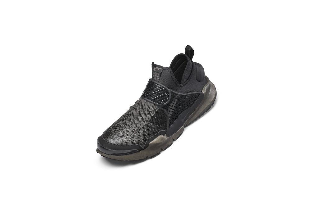 The_NikeLab_x_Stone_Island_Sock_Dart_Mid_3_65409.jpg