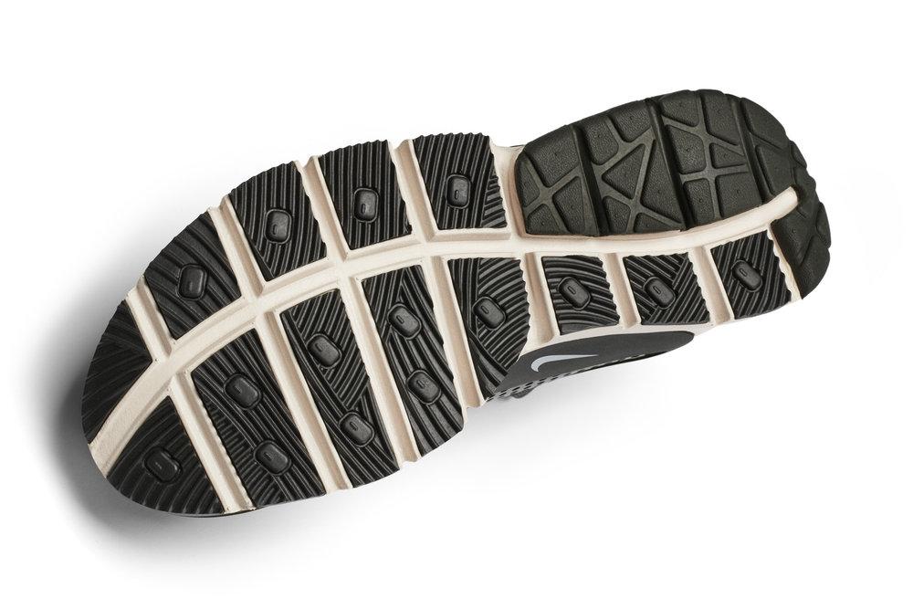 The_NikeLab_x_Stone_Island_Sock_Dart_Mid_5_65417.jpg
