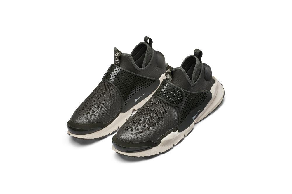 The_NikeLab_x_Stone_Island_Sock_Dart_Mid_6_65410.jpg