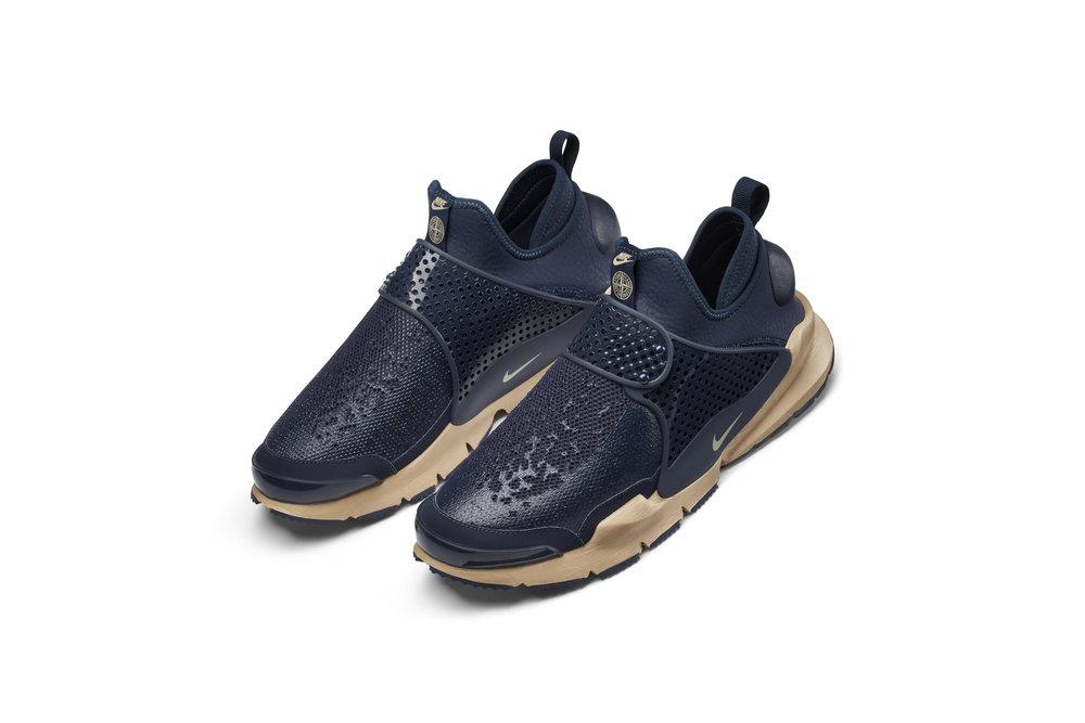 The_NikeLab_x_Stone_Island_Sock_Dart_Mid_9_65413.jpg