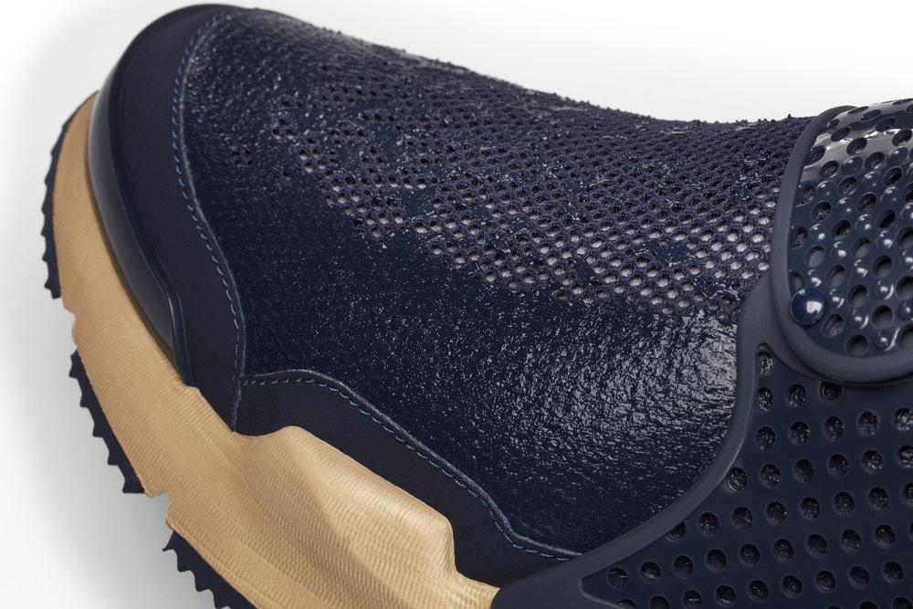 The_NikeLab_x_Stone_Island_Sock_Dart_Mid_8_65415.jpg