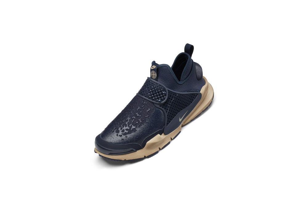 The_NikeLab_x_Stone_Island_Sock_Dart_Mid_10_65414.jpg