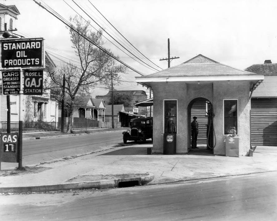 Standard_Oil_Gas_Station.jpg