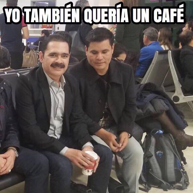 😂😂 no se me agüite mi @zurdoglz  llegando a Toluca le invitó uno y tamaño venti