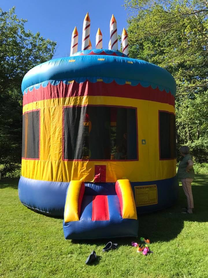 CakeBounce House15 across X 15135.00 -