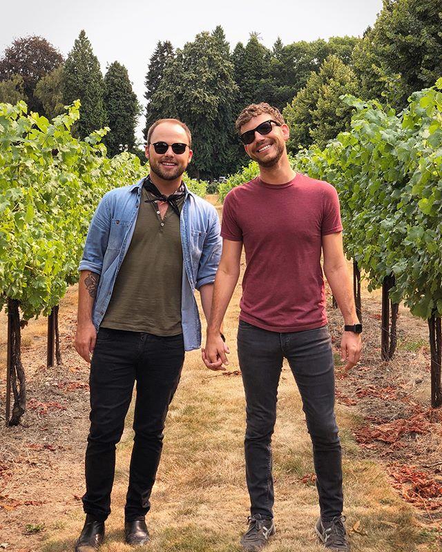 5 wine tastings = 2 drunk Tennesseans 🍷👬
