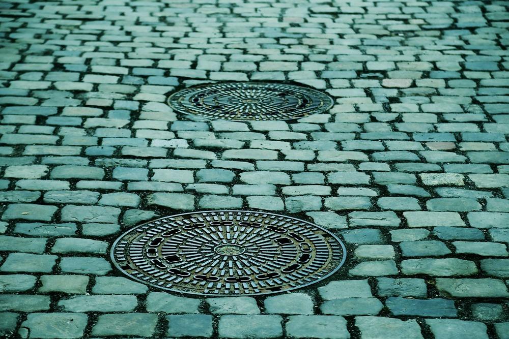 manhole-covers-293578_1920.jpg