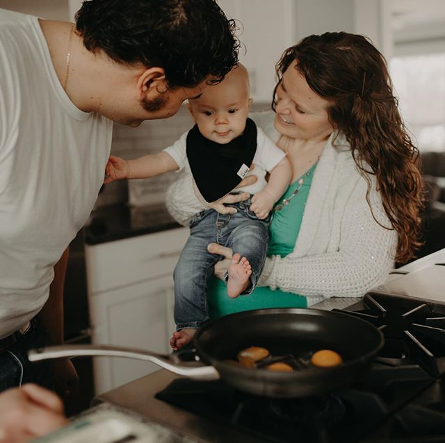 These two stopped for some coney dogs on their wedding day and NOW we're makin eggs in their beautiful home with their beautiful baby😭 - #detroitphotographer #michiganfamilyphotography #familyphotography #metrodetroitphotographer #lifestylephotographer