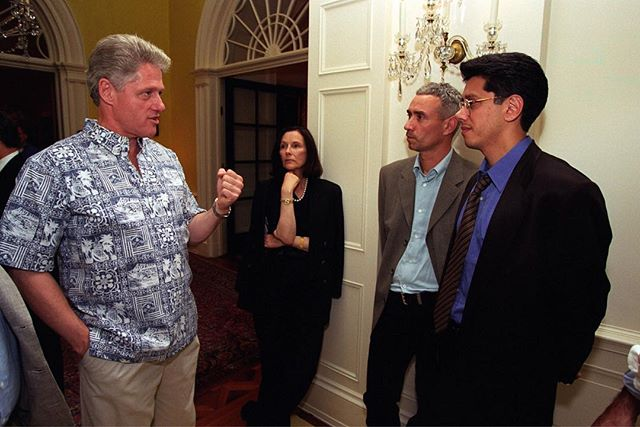 Throwback to meeting President Bill Clinton with @officialdeandevlin and screening Independence Day for him at the White House. It was an honor to get to meet him and show him our film. #tbt #independenceday