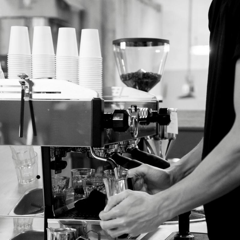 STIELMAN KOFFIEBRANDERS  Koffie zo direct mogelijk van koffieboer naar koffie drinker.   Stielman koffiebranders, oftewel koffiebranden met ambacht. Wij leveren kwalitatief hoogwaardige koffie die altijd vers gebrand is. En dat is zeer belangrijk voor geur en smaak. In de nabije toekomst zullen we de koffie's zelf gaan importeren, maar voor nu hebben we importeurs gevonden die dat voor ons op een transparante en verantwoorde manier doen. Wordt abonnee en krijg gegarandeerd vers gebrande koffie in de brievenbus.    www.stielman.nl