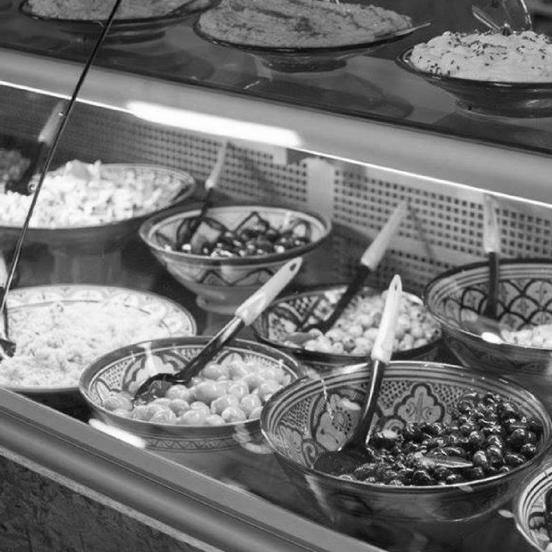 MENEER TANGER  Producten van eigen grond.   Meneer Tanger, zelf afkomstig uit de Marokkaanse kustplaats Tanger, verkoopt olijven, olijfolie, noten en specerijen afkomstig van zijn familie. Daarnaast verkoopt hij heerlijke Marrokkaanse tapas om in de Fenix Food Factory te nuttigen of om mee naar huis te nemen.    www.meneertanger.nl