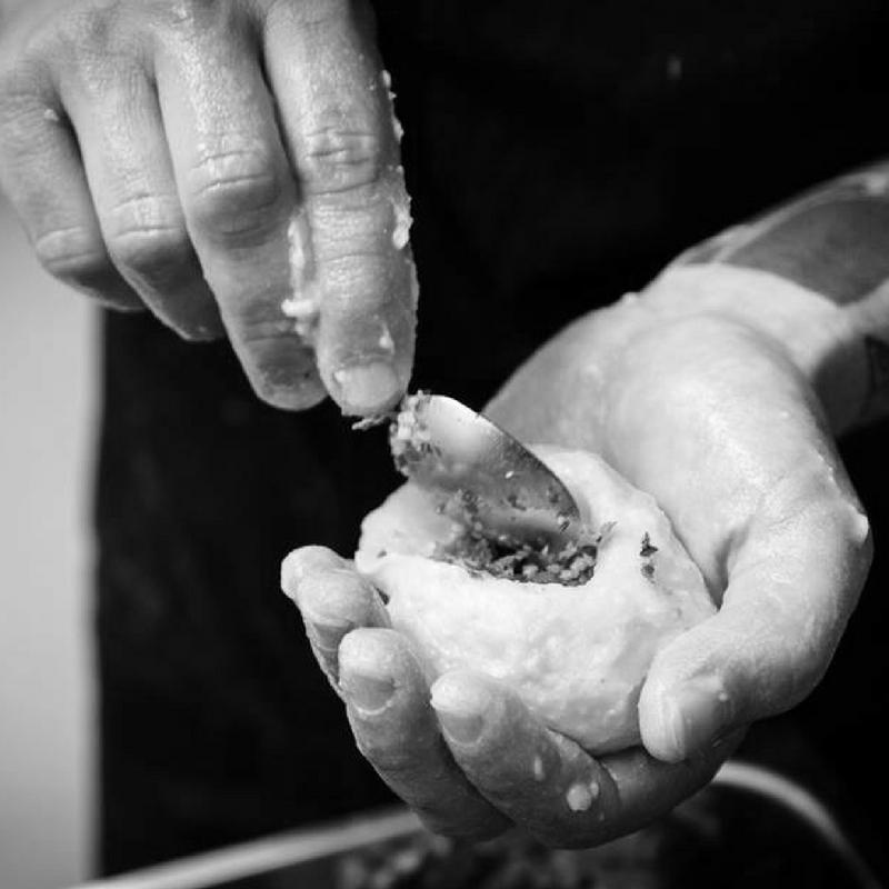 THE KAAPSE KITCHEN Wisselende chef's in onze Kaapse keuken. De Kaapse keuken is een keuken midden in de Fenix Food Factory waar chef's uit verschillende keukens hun restaurant voor een week kunnen draaien. Dit zorgt voor een dynamische en interessante keuken die wekelijks verandert. De Kaapse keuken is van dinsdag tot zondag geopend voor uw lunch of diner. www.facebook.com/the-kaapse-kitchen