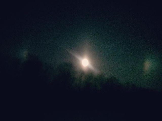 Ok. Now the moon. Same shadow aura.