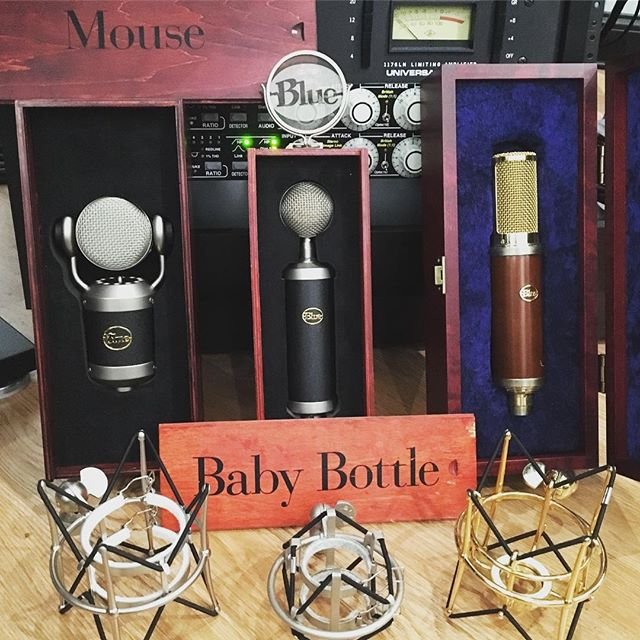 Do we like @bluemicrophones? Um, YEAH!!!! Pick your poison... #bluemouse #bluebabybottle #bluewoodpecker #bluemicrophones #ua1176 #shockmount #recordingstudio #distressor