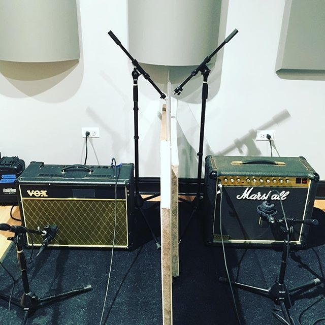 2 good guitar players? Let's track them together live! #recordingstudio #chicagorecordingstudio #marshallamps #voxac15 #akg414 #sennheiser421