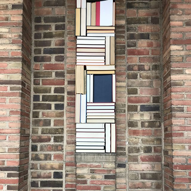 Nothing better than a 📚, except a 📚turned column. From our site visit to Cranbrook Academy today. . . . . . #saarinen #cranbrookartmuseum #bookstagram
