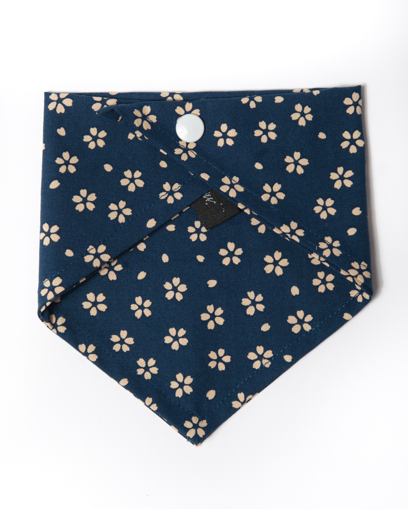 Bandana_Navy wCream Flower_back.jpg