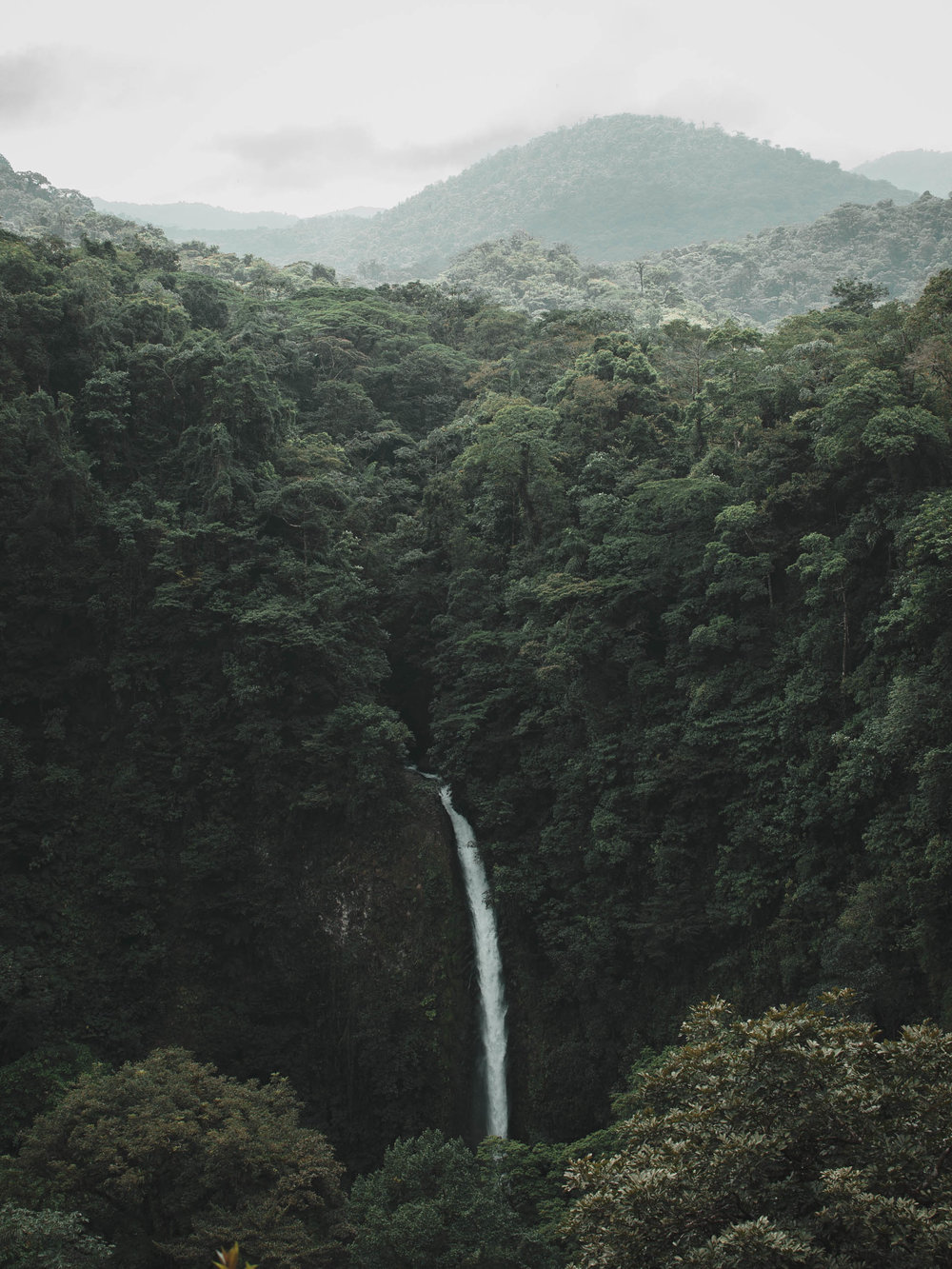 An awesome view of La Fortuna Waterfall in Costa Rica