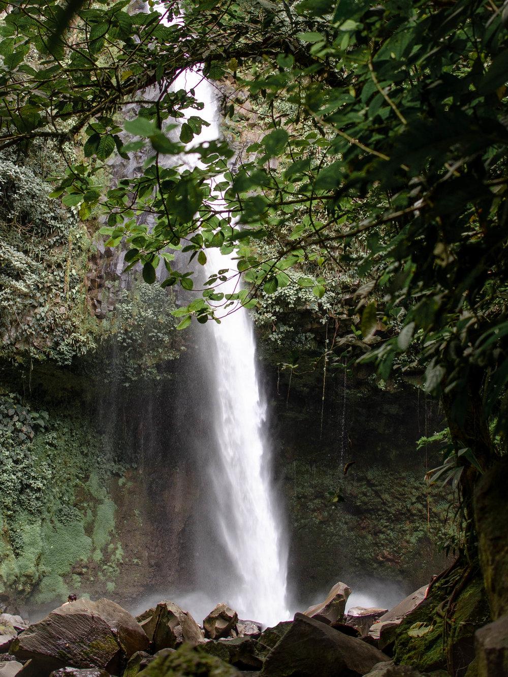Hiking La Fortuna Waterfall in Costa Rica