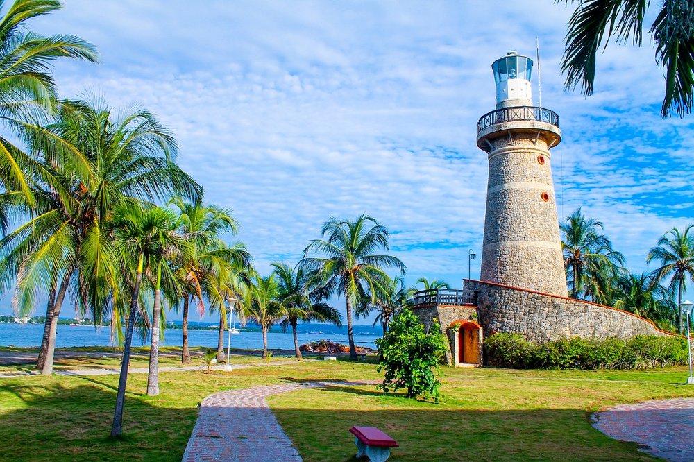lighthouse-2516803_1280.jpg