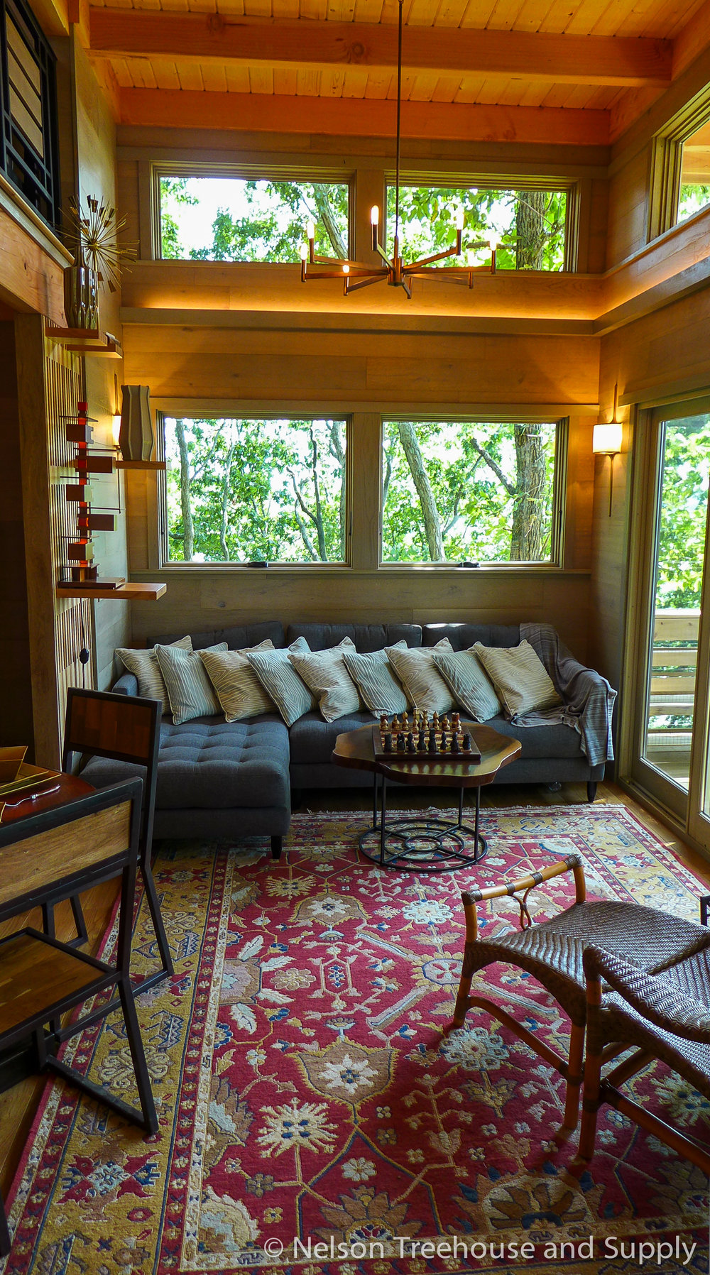 frank-lloyd-wright-treehouse-living room