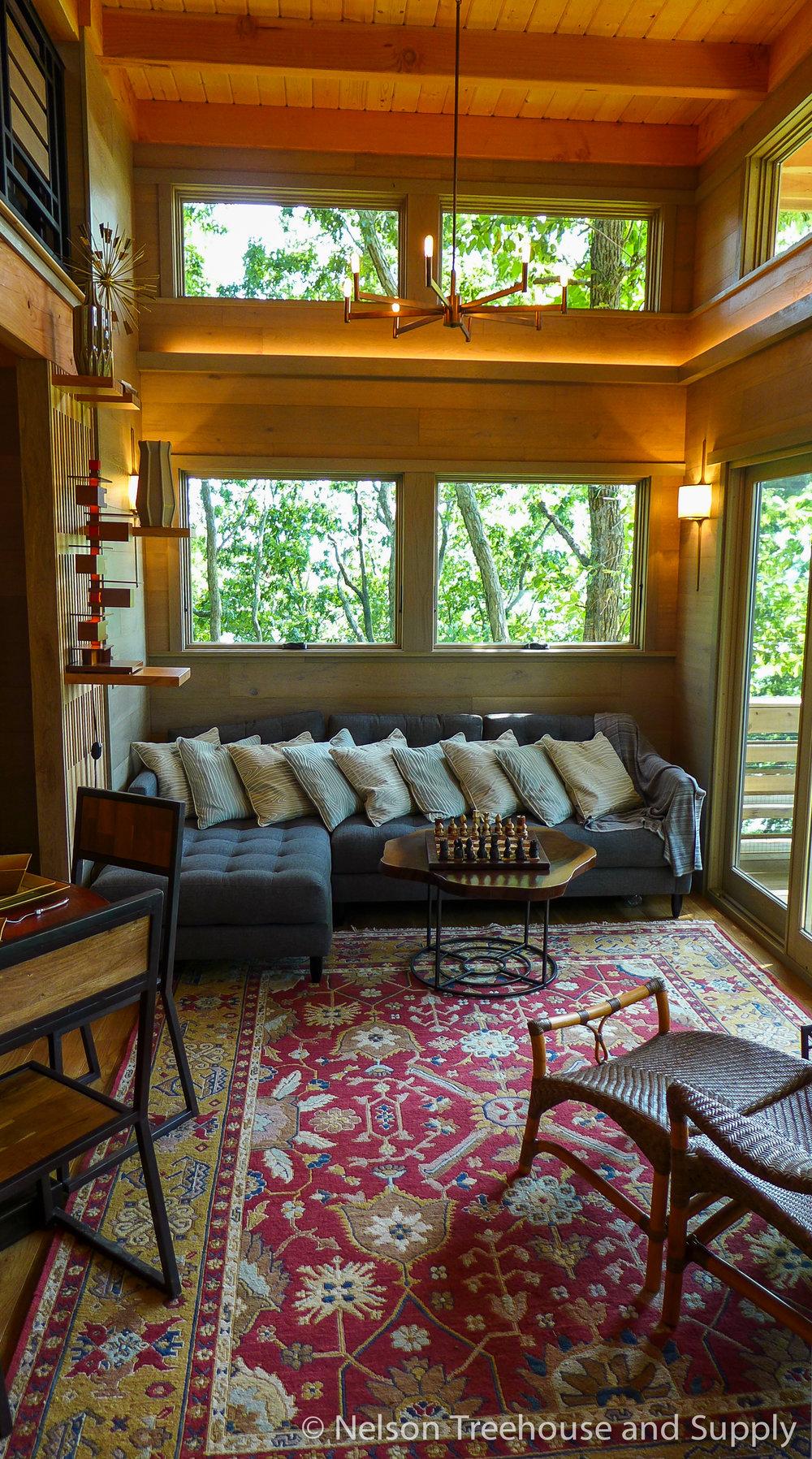 frank-lloyd-wright-treehouse-living room