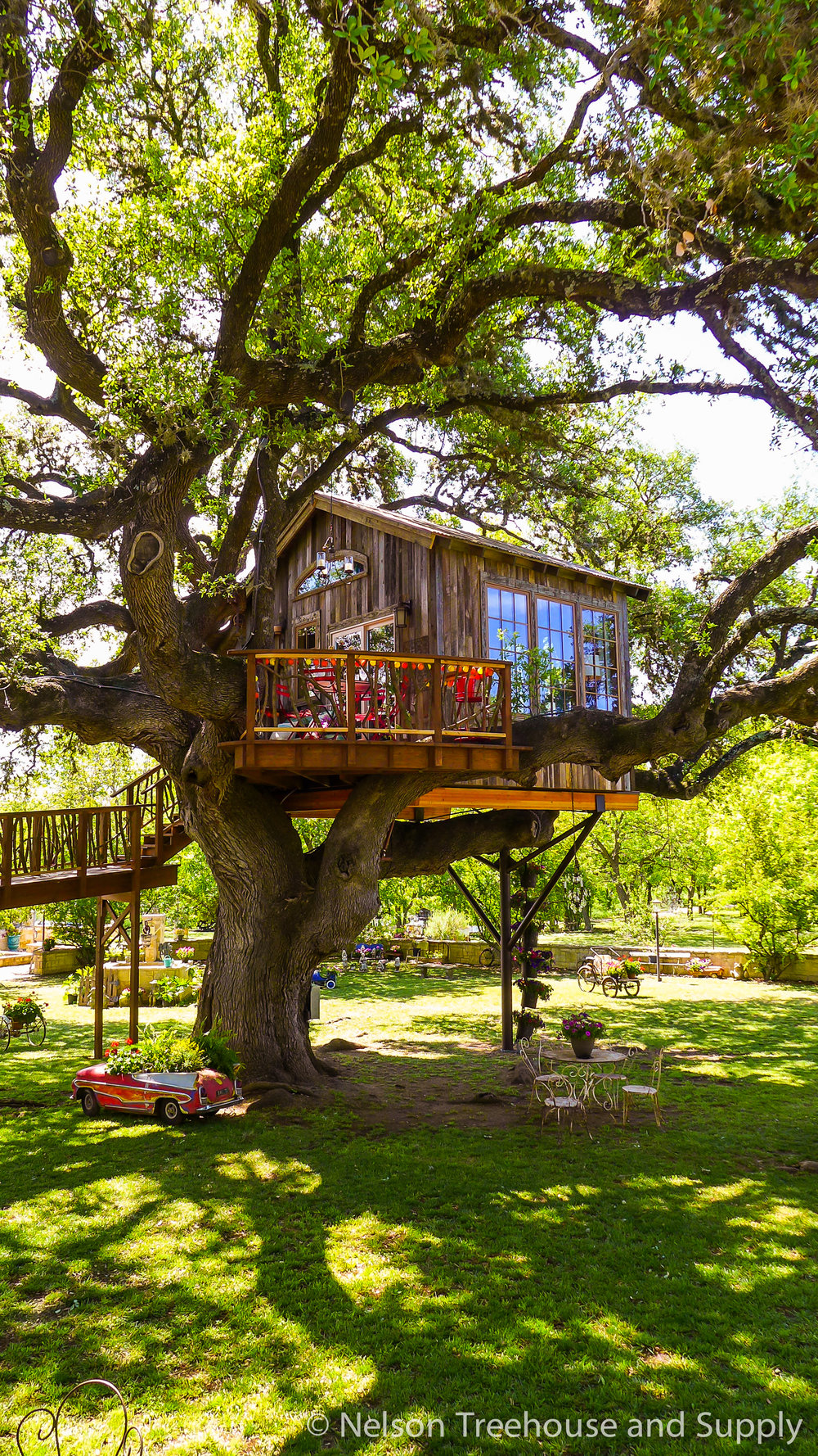 laurel-restaurant-treehouse-exterior-1