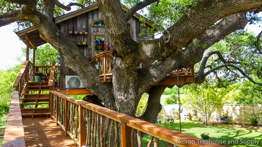 laurel-restaurant-treehouse-facade