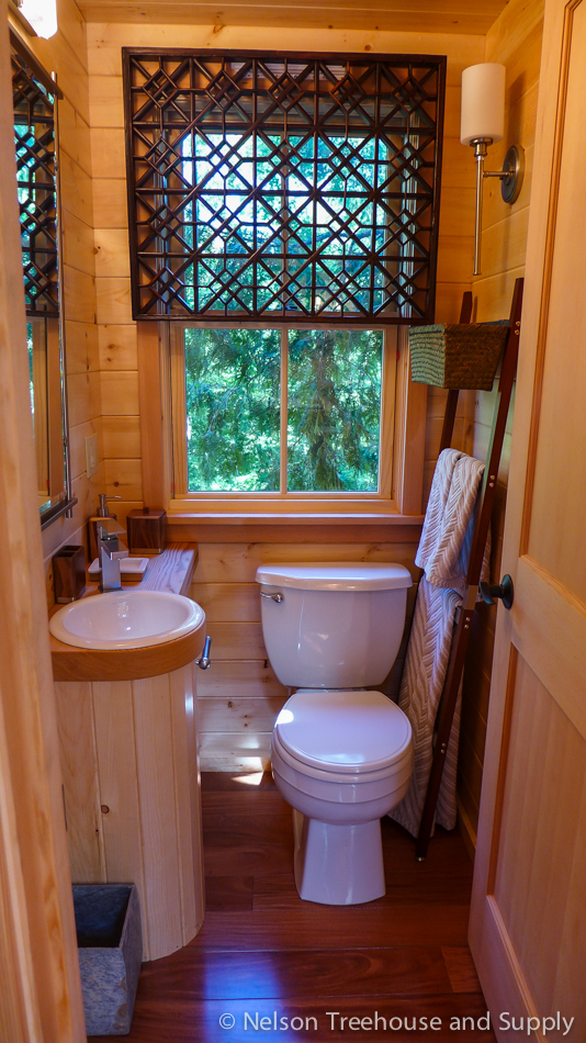Charmant Vermont Tree Cabin Tree House Interior Bathroom. Chang_treehouse_bathroom
