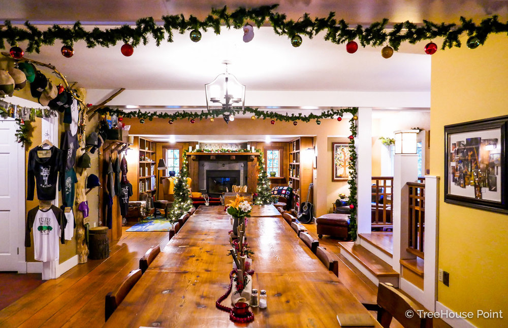 Rheanna decked the Lodge with pine garlands, baubles, mini trees, and plenty of fairy lights.