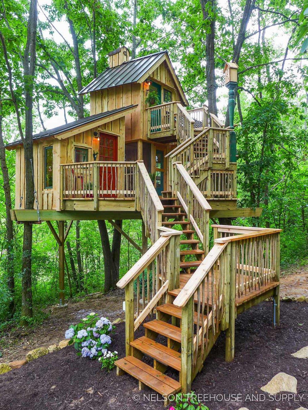 Bird barn treehouse nelson treehouse for Treeless treehouse