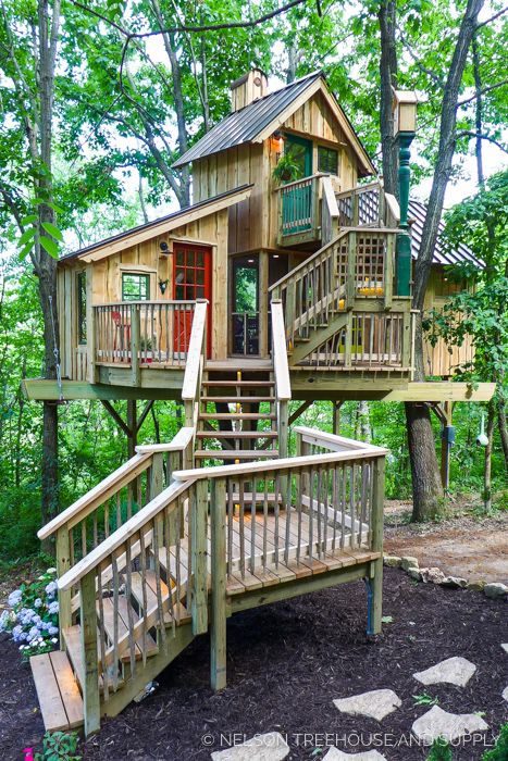 BIRD BARN TREEHOUSE    Location:  Wisonsin  Year Built:  2017  Square Feet:  315  Elevation:  15 ft Combination tree- and steel-supported  Seasonality:  All-season    CLICK FOR PHOTO TOUR >>