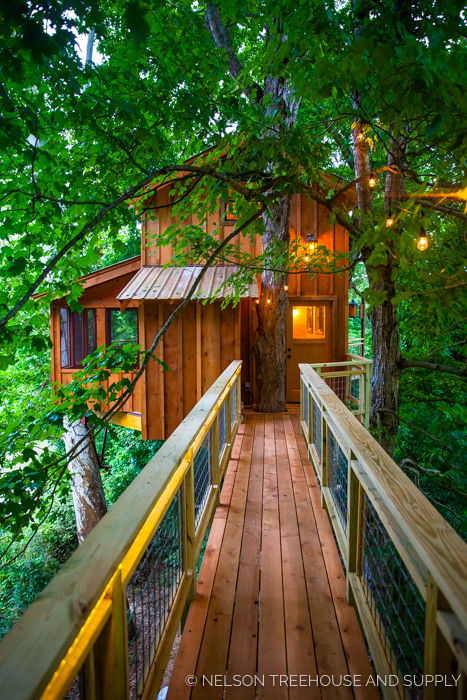 TENNESSEE RIVERBANK TREEHOUSE    Location:  Tennessee  Year Built:  2015  Square Feet:  400  Elevation:  22 ft Fully tree-supported  Seasonality:  All-season    CLICK FOR PHOTO TOUR >>