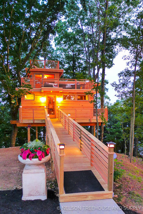 FRANK LLOYD WRIGHT TREEHOUSE    Location:  Kentucky  Year Built:  2016  Square Feet:  650  Elevation:  15 ft Combination tree- and steel-supported  Seasonality:  All-season    CLICK FOR PHOTO TOUR >>