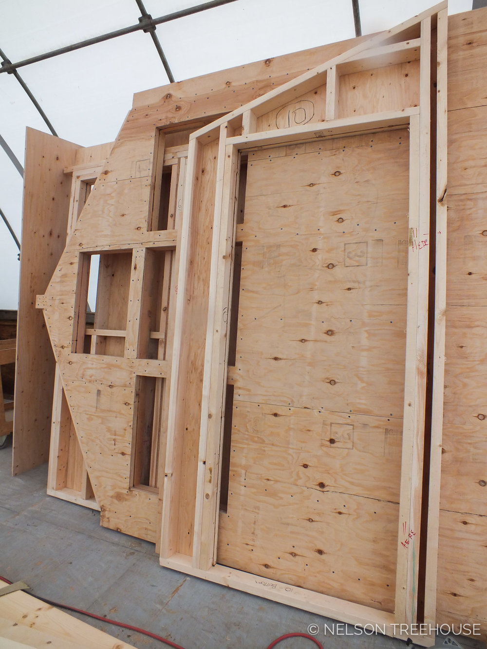NELSON TREEHOUSE PREFABRICATED WALLS