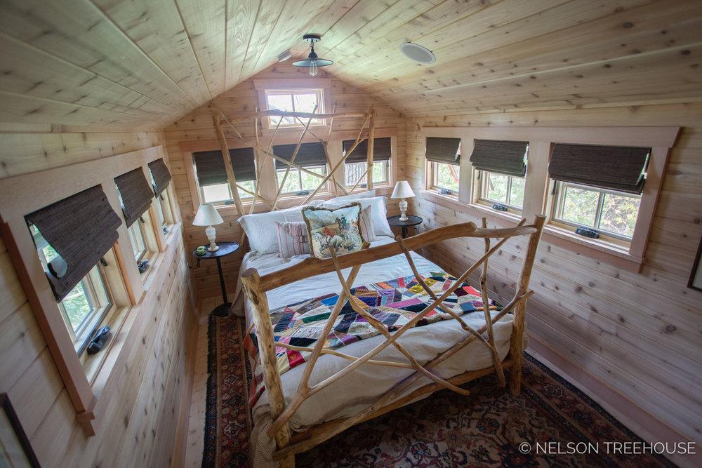 NATURAL BRANCH BED FRAME INSIDE TREEHOUSE LOFT