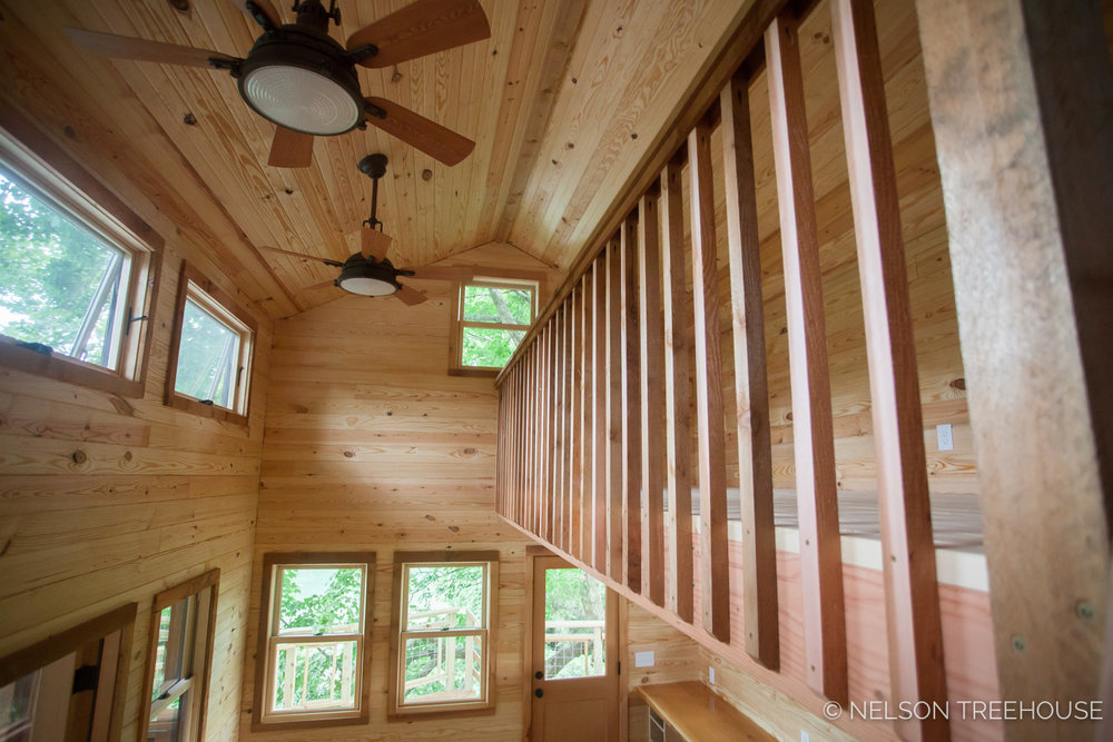 TenNessee Riverbank Treehouse High Ceilings