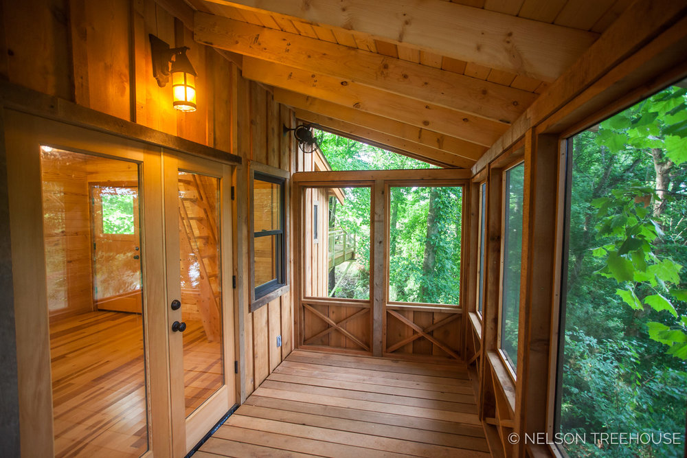 TenNessee Riverbank Treehouse Screened-in Porch