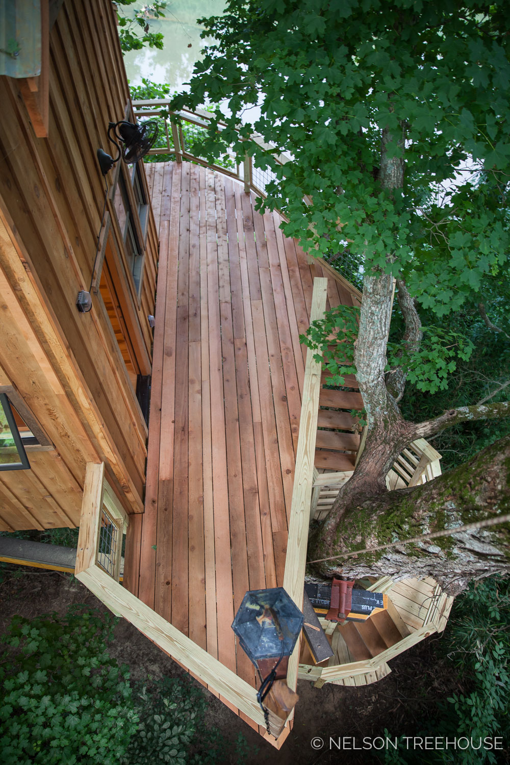 TenNessee Riverbank Treehouse Deck