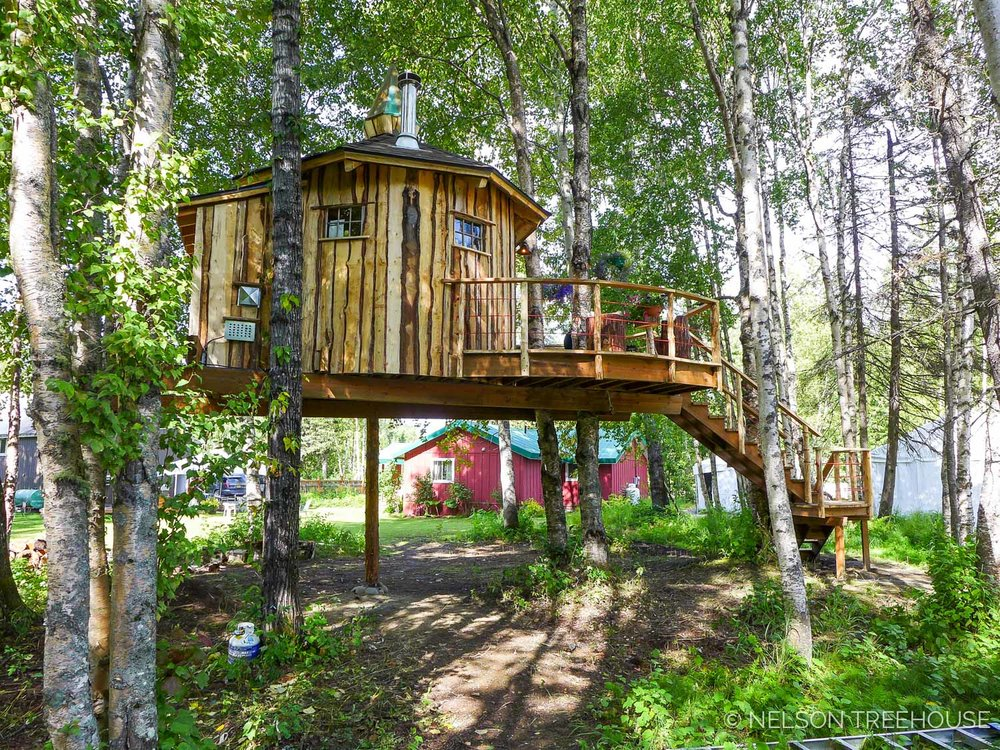 Alaskan Sauna Hut integration with forest - Nelson Treehouse