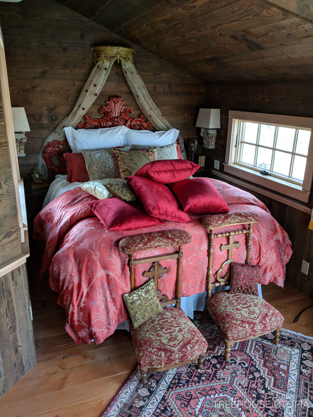 chapelle-bedroom-nelson-treehouse-utopia.jpg
