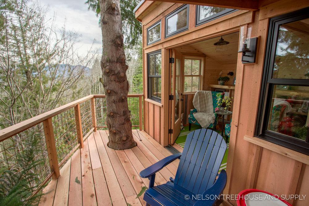 Bulldog Bungalow deck - nelson Treehouse