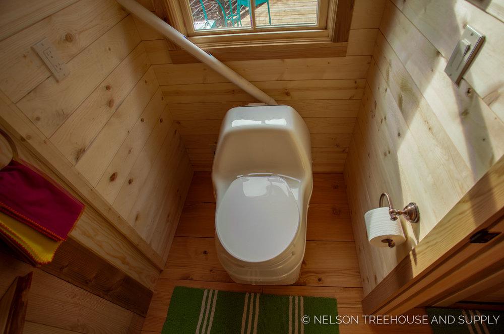Bulldog Bungalow bathroom - nelson Treehouse