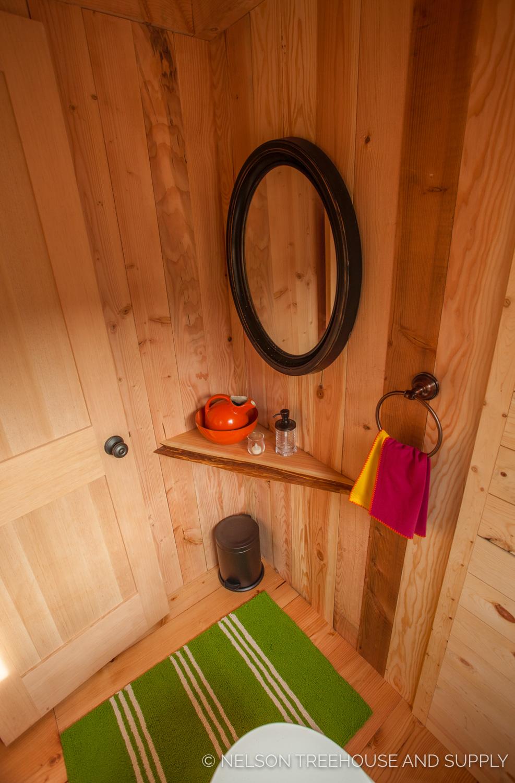 Bulldog Bungalow bathroom counter - nelson Treehouse